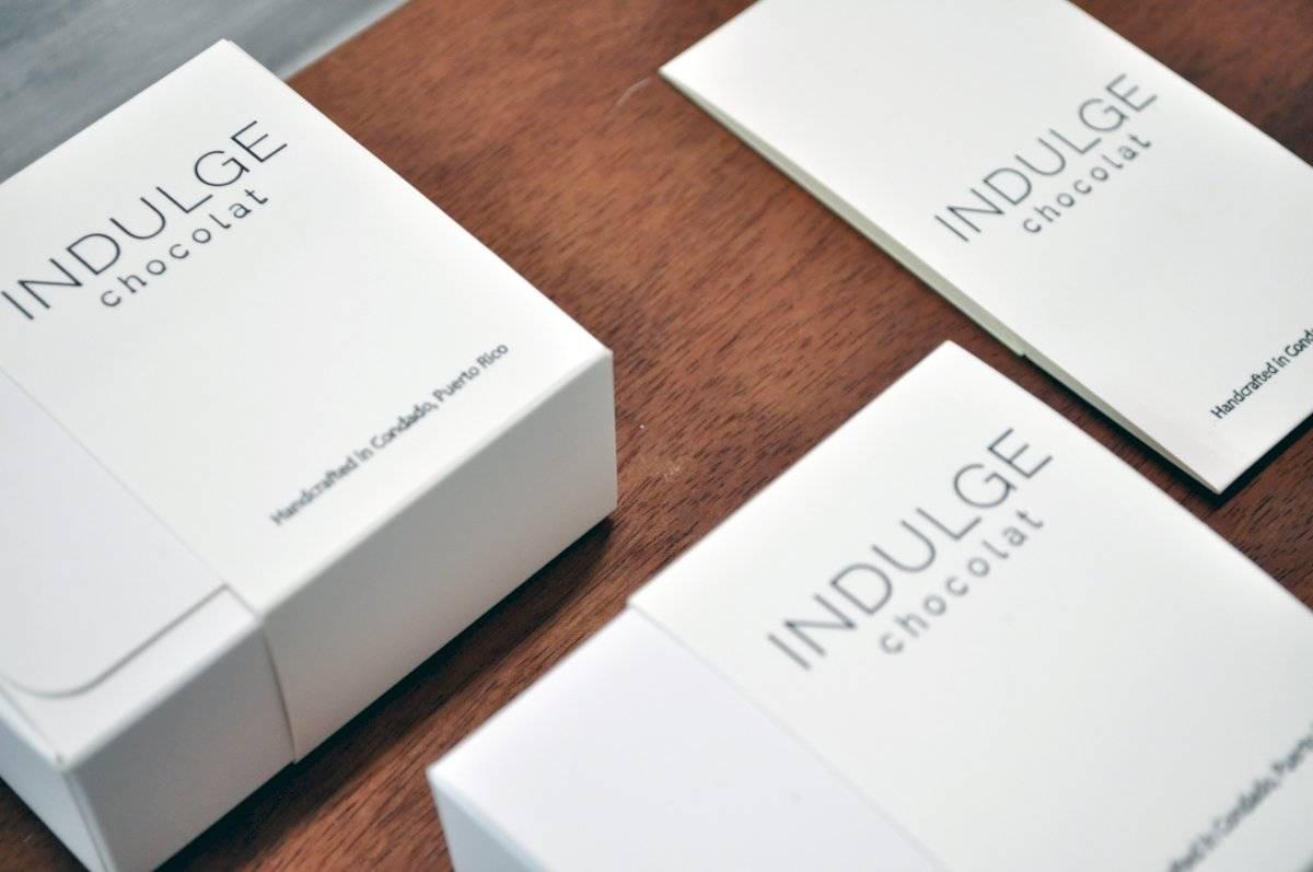 Lo que comenzó como una curiosidad, se convirtió en una forma de arte culinario y un empleo a tiempo completo con el establecimiento la chocolatería Indulge Chocolat en el 2012. Deborah Correa
