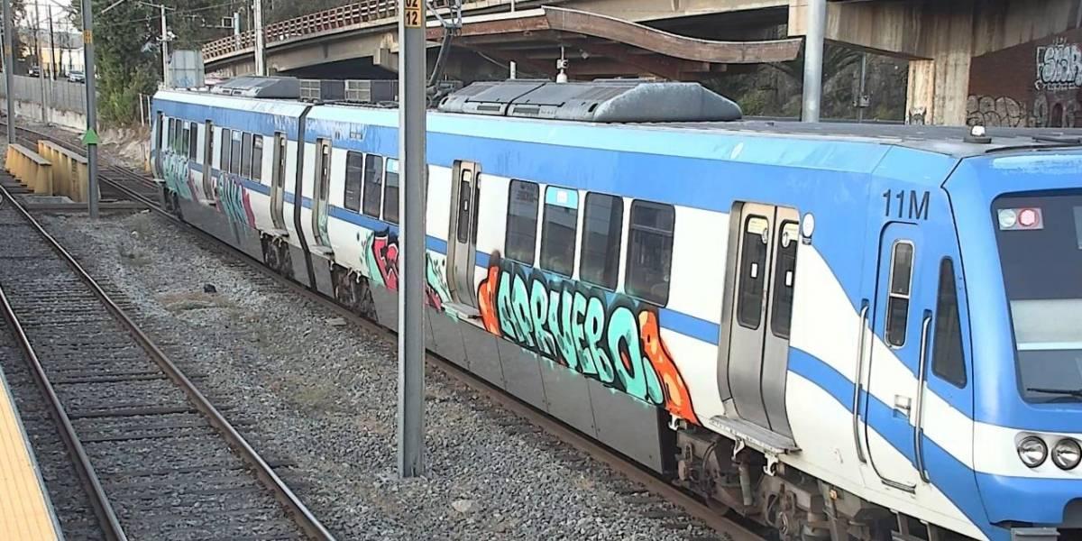 Detenidos por rayados a Metro de Valparaíso no podrán acercarse más a los vagones