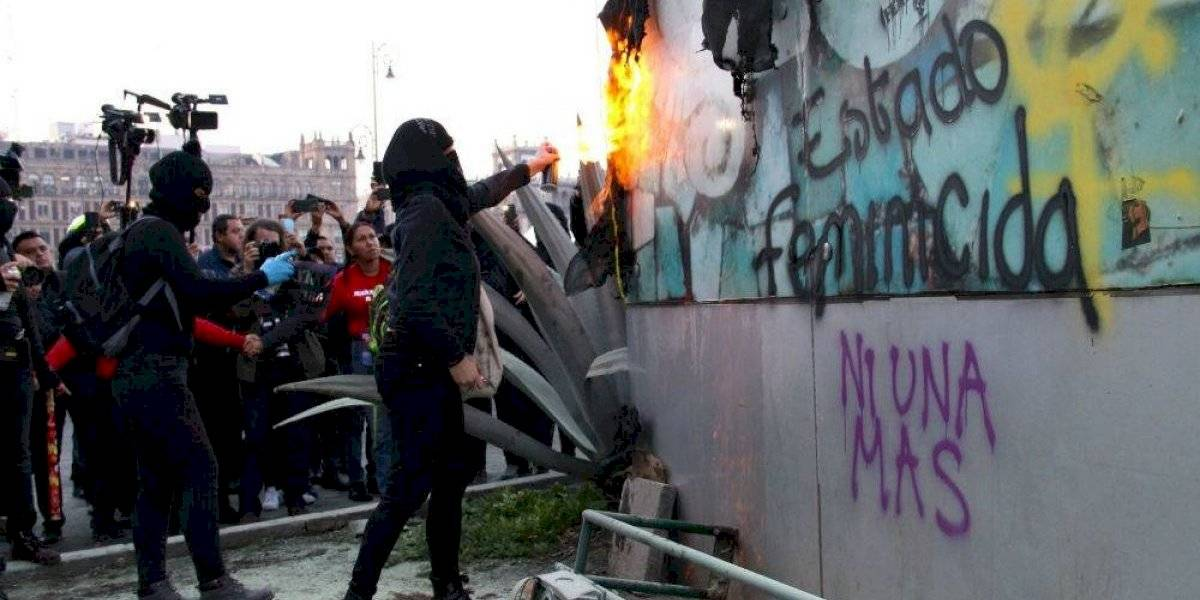 Mujeres expulsan a hombres infiltrados en manifestación