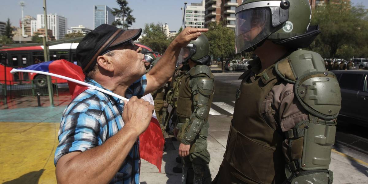 Enfrentamientos entre grupos que aprueban y rechazan la nueva Constitución en Escuela Militar