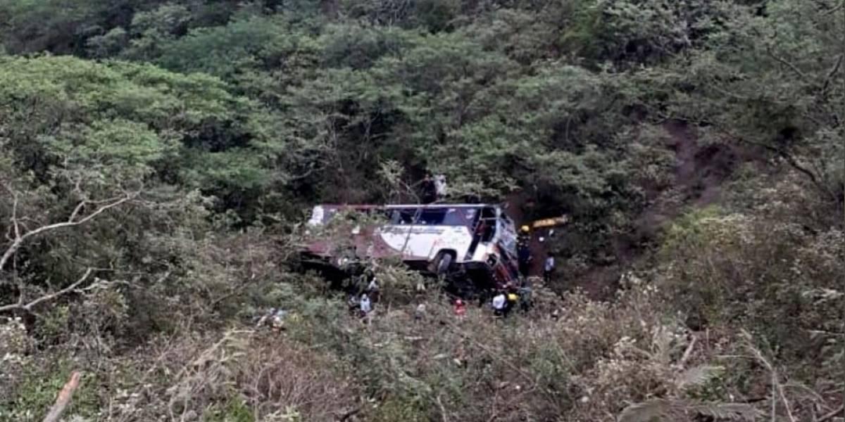 11 heridos tras accidente de bus en Loja