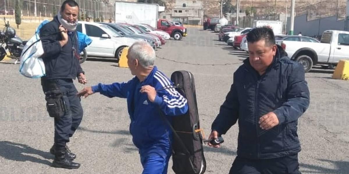 Liberan a 'El Violinista', adulto mayor que se defendió de asalto en Edomex