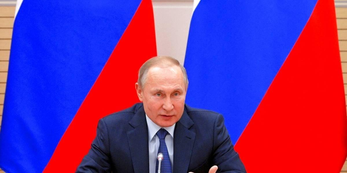 Rusos proponen incluir a Dios, a Putin y armas nucleares en la Constitución