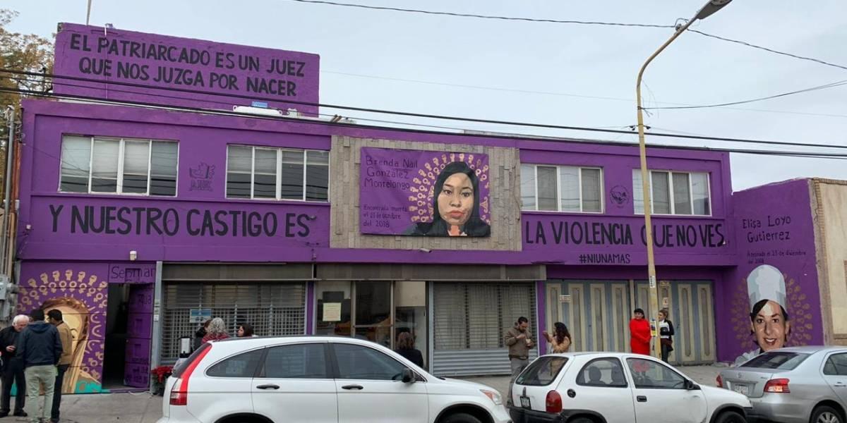 Activista denuncia persecución por mural contra feminicidios