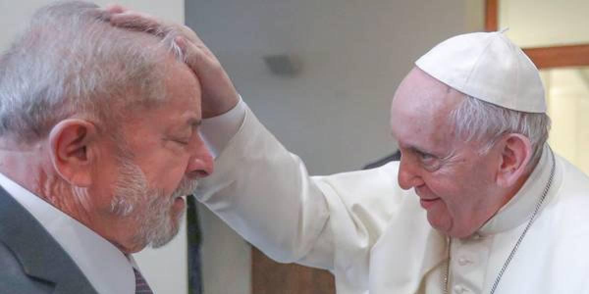 'É bom vê-lo caminhando pela rua', diz Papa Francisco a Lula