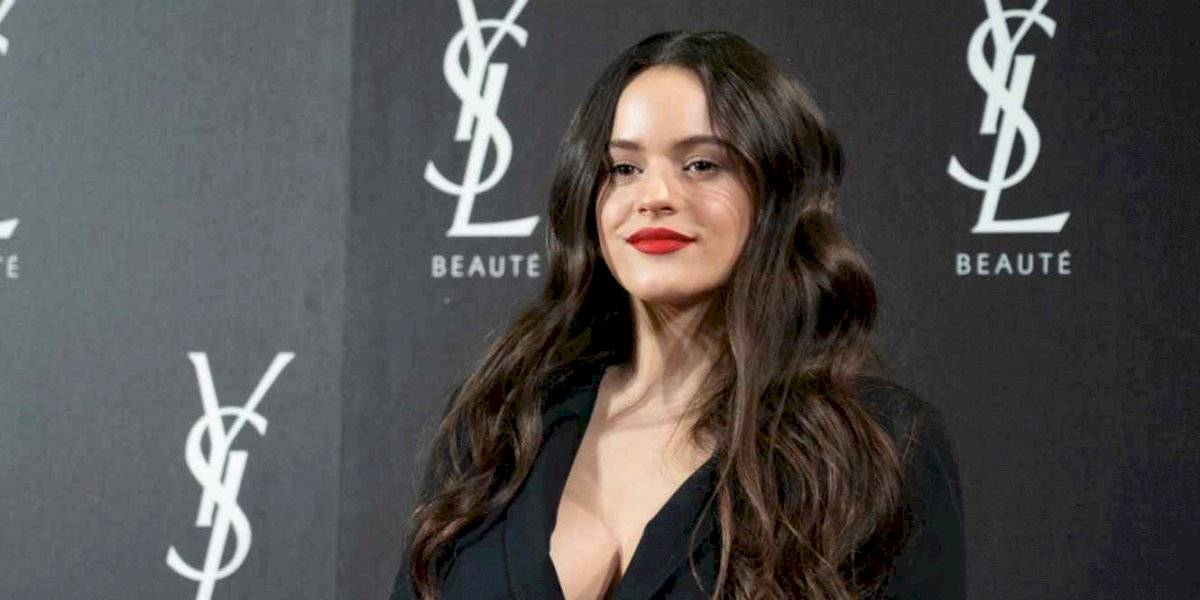 Rosalía enciende a sus fans con ajustado atuendo totalmente transparente