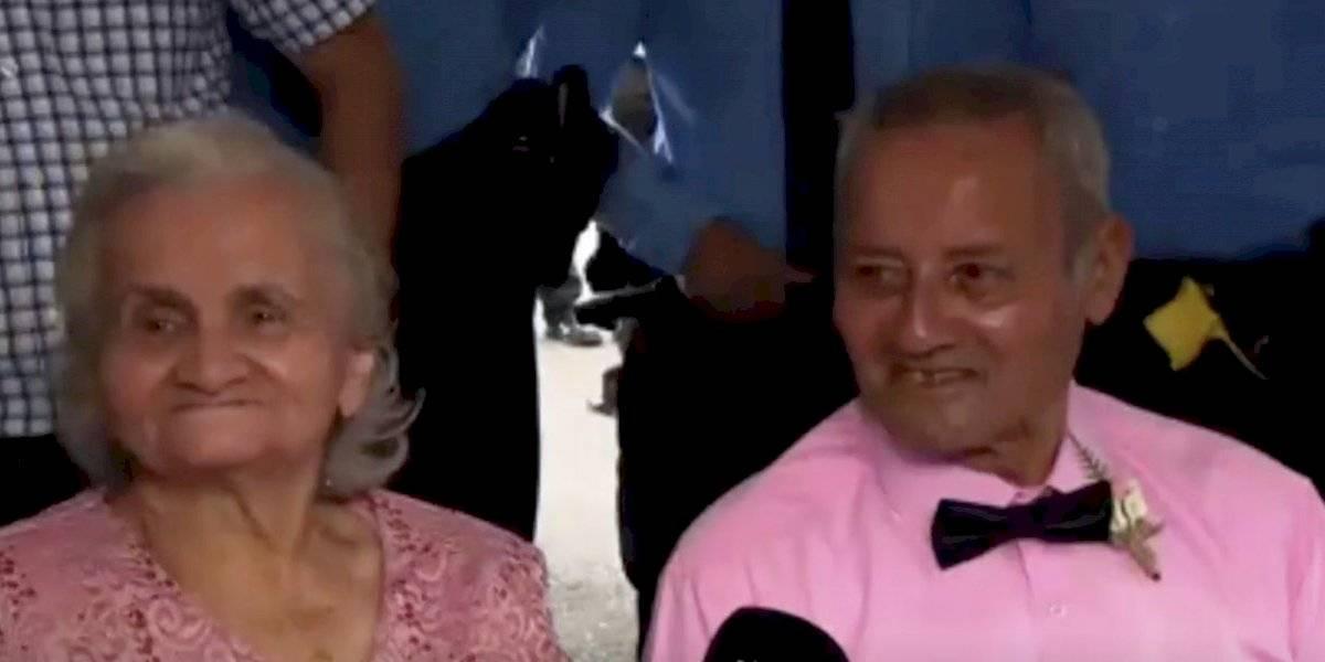 A sus 82 y 85 años se casan bajo la carpa donde se refugiaron luego de los sismos