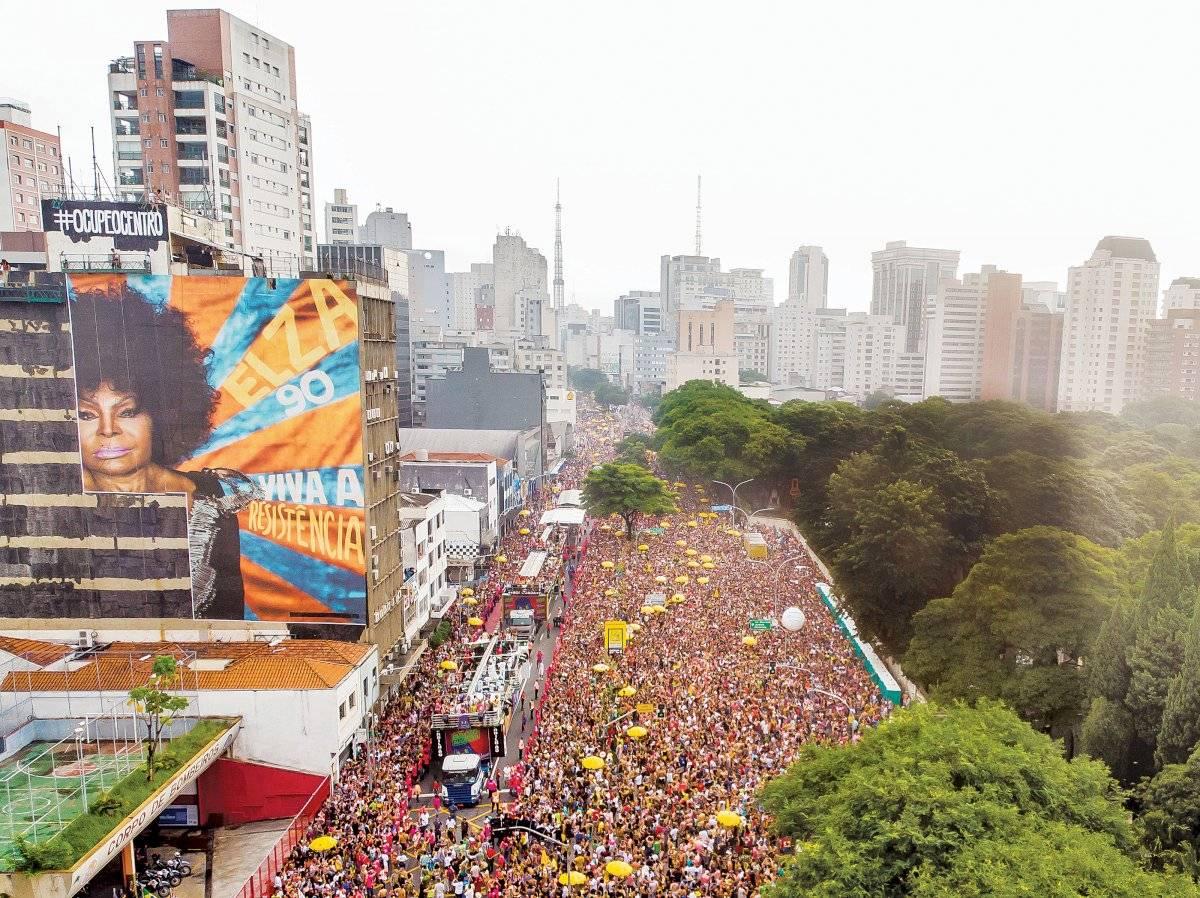 Rua da Consolação foi tomada pelo público no desfile do Acadêmicos do Baixo Augusta, que celebrou Elza Soares Edson Lopes Jr./UOL/Folhapress