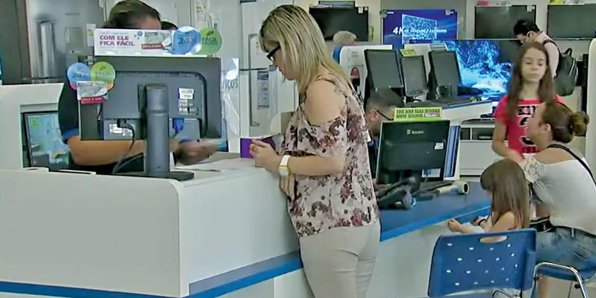 Brasileiro planeja pedir empréstimo para pagamento de dívidas, diz Serasa