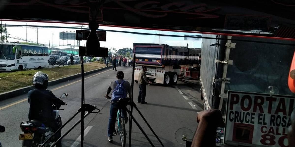 Bloqueos de camioneros causan graves retrasos de movilidad en Bogotá