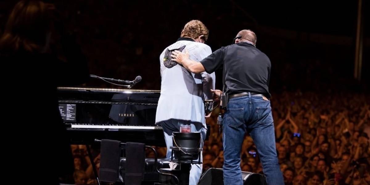 Com pneumonia e sem voz, Elton John interrompe show na Austrália