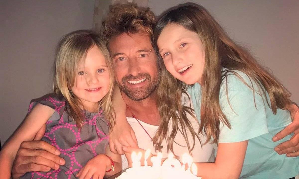 Gabriel Soto celebró el cumpleaños de sus hijas y rompió una regla de Geraldine Bazán