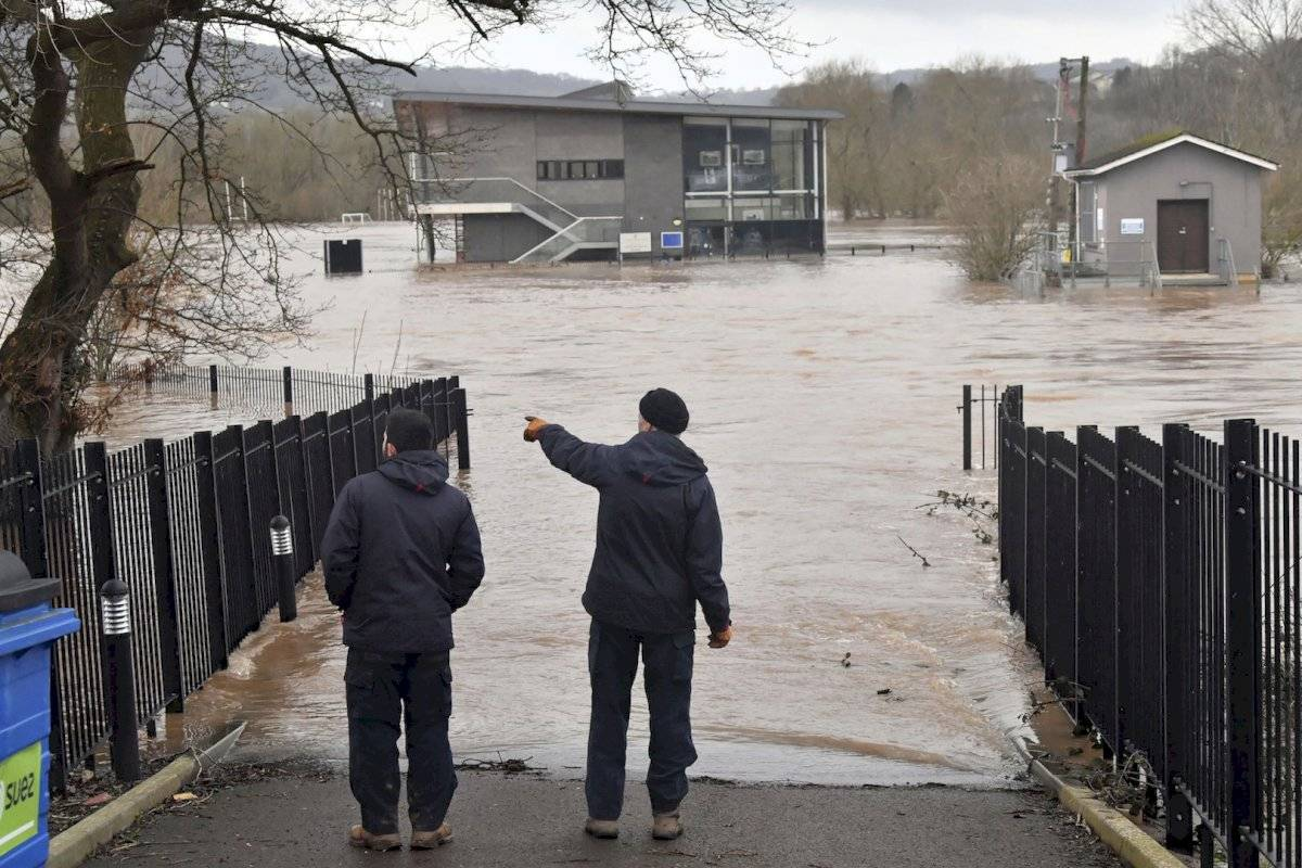 En Dinamarca, 100 personas que fueron evacuadas el lunes por la noche por temor a que un dique pudiera colapsar comenzaron a volver a casa el martes