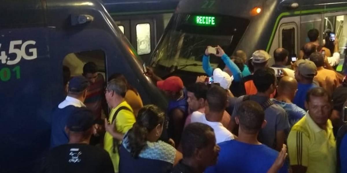 Colisão entre dois trens deixa 47 feridos no Metrô de Recife