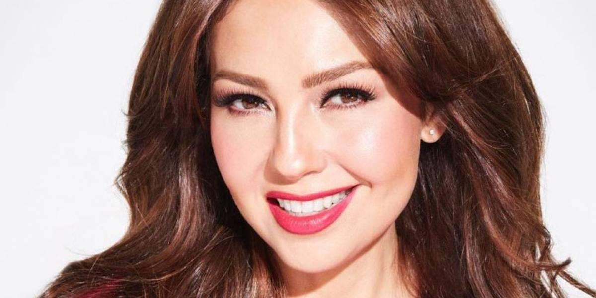 """Thalía comparte una """"selfie"""" que se tomó en el baño y usuarios la critican"""