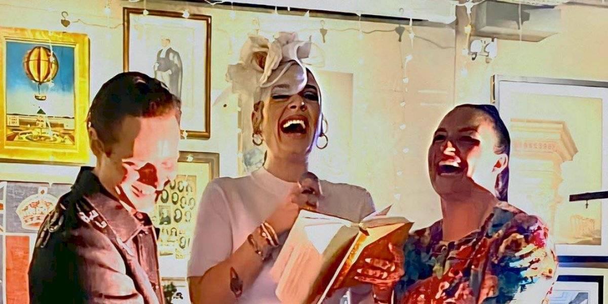 Adele deslumbra con un espectacular outfit al cantar en la boda de su mejor amiga
