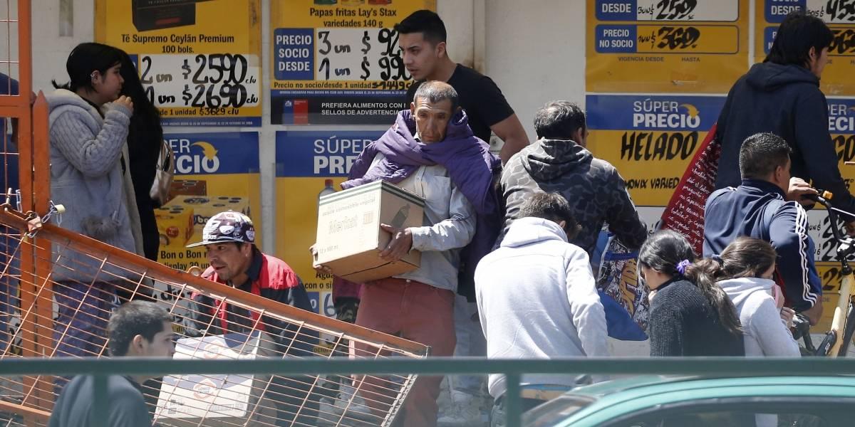 Sin detenidos termina saqueo a supermercado Alvi en Peñalolén