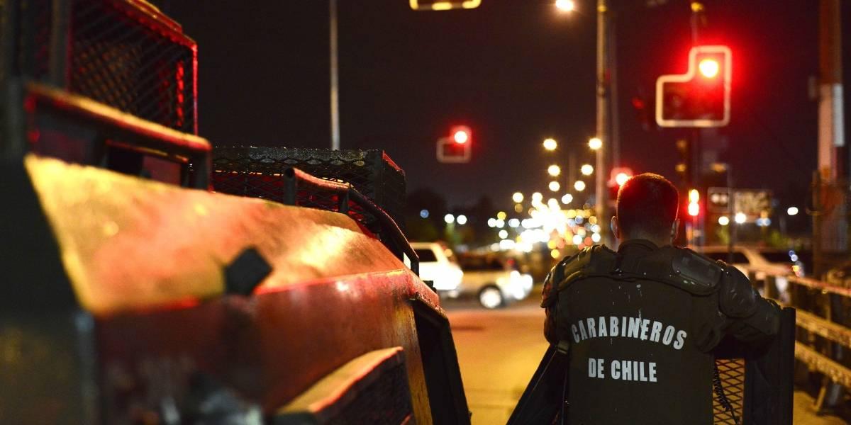Denuncian violenta detención de Carabineros a jóvenes en SAPU de Puente Alto: sacaron armas de servicio en sala de espera