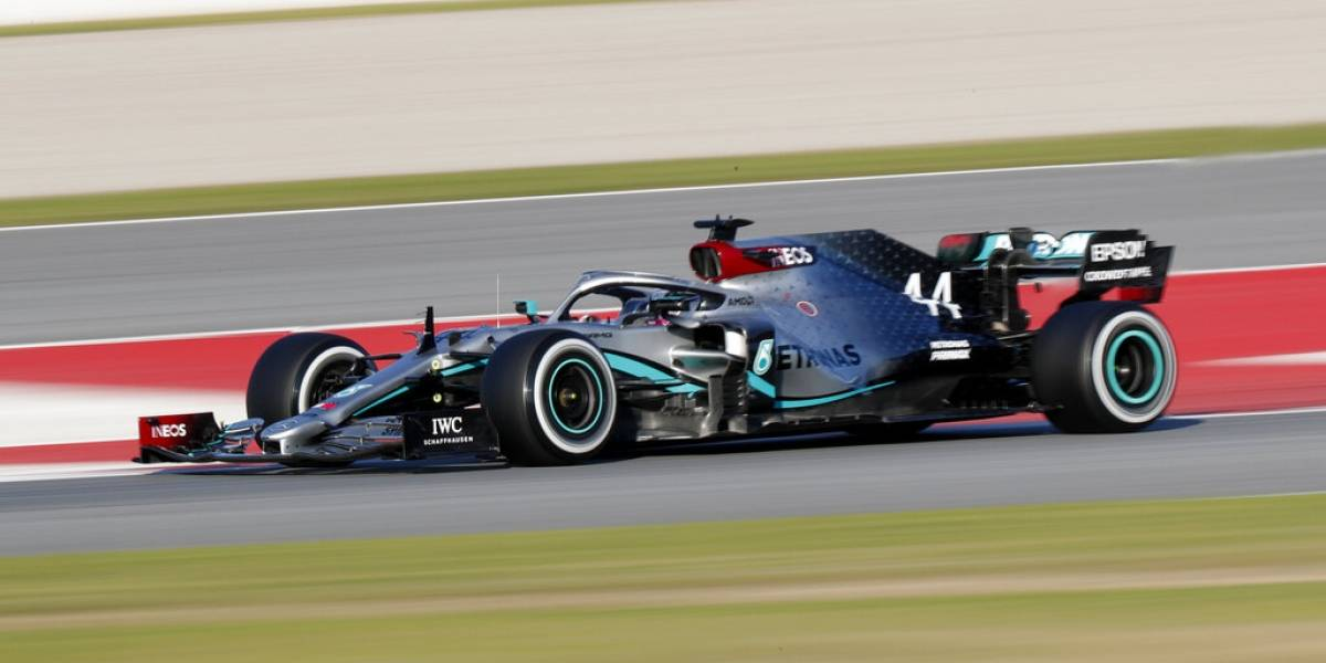 Hamilton domina en inicio de pretemporada, Checo Pérez es tercero