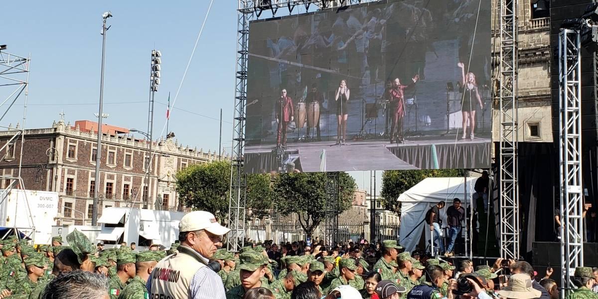 Sonora Dinamita ameniza el Día del Ejército en el Zócalo