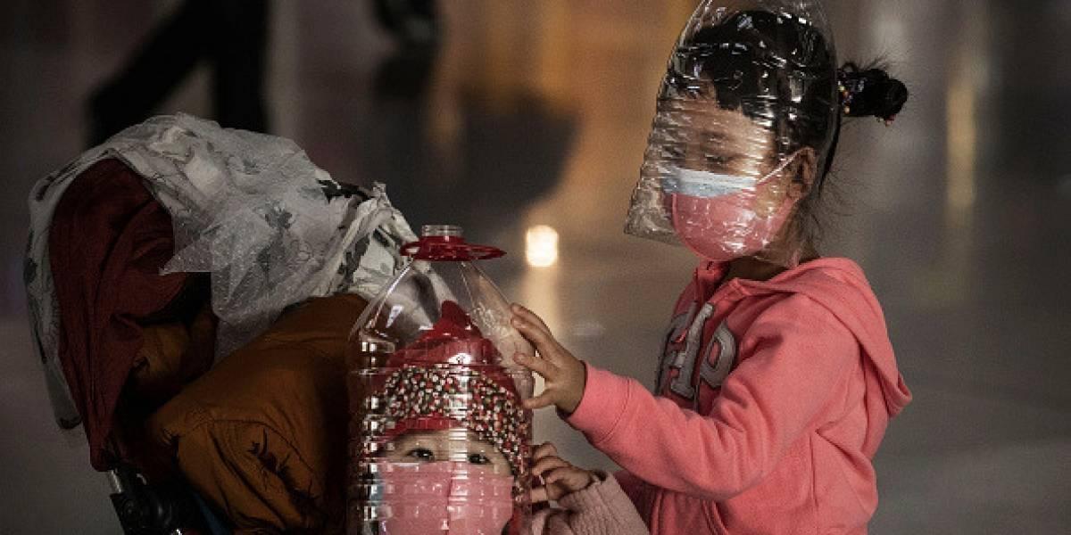 Chinos usan la creatividad para protegerse del coronavirus ante escasez de mascarillas