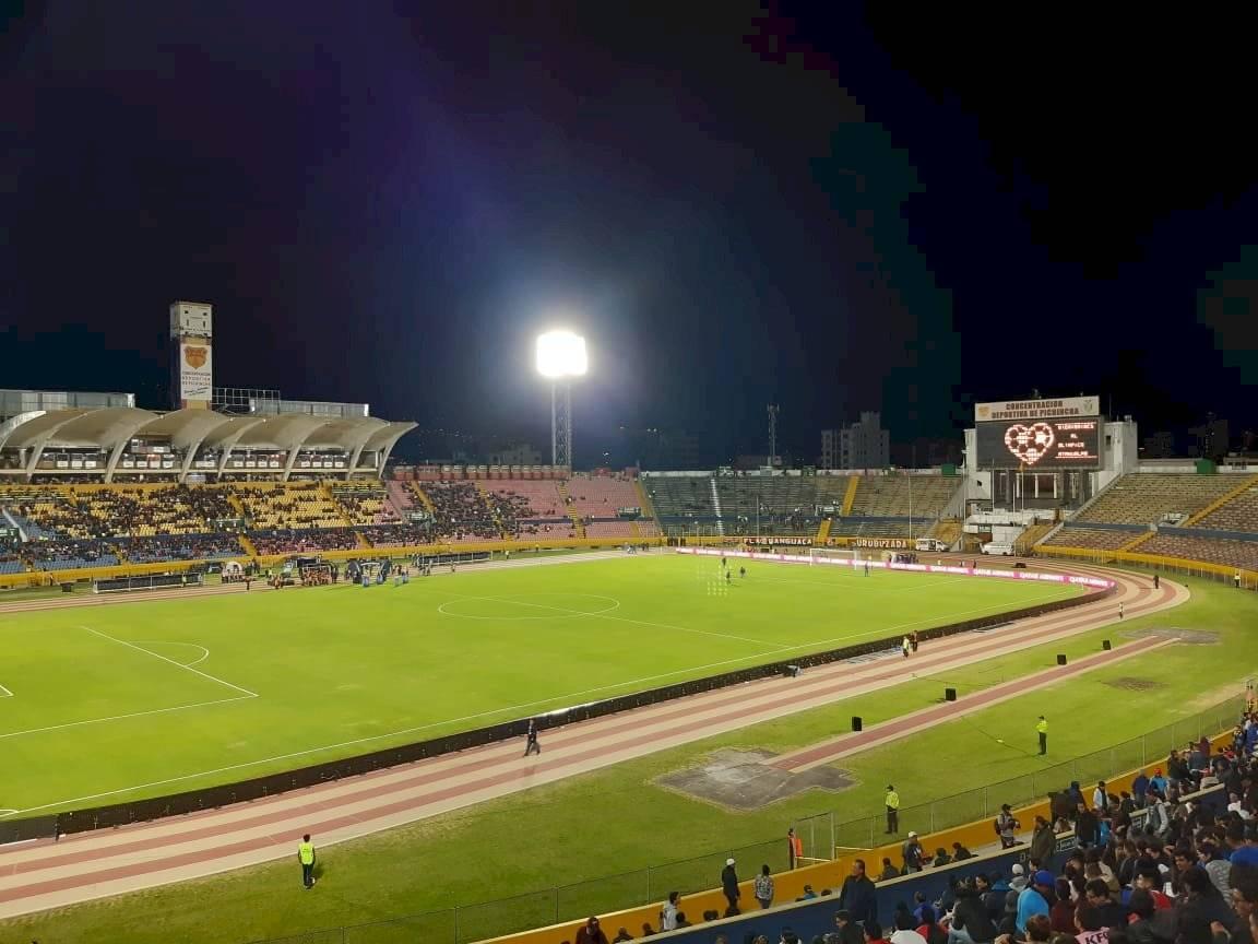 ¡Y es una final! Poca afluencia de hinchas en el estadio Atahualpa por la Recopa Sudamericana METRO ECUADOR