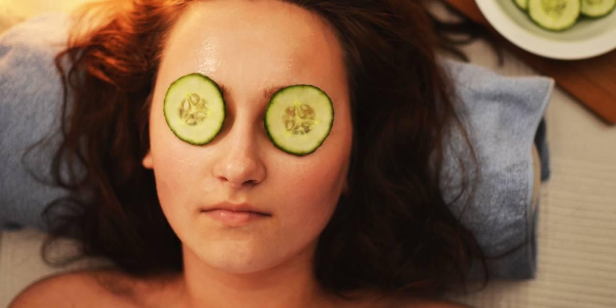 4 máscaras faciais feitas com ingredientes da dispensa