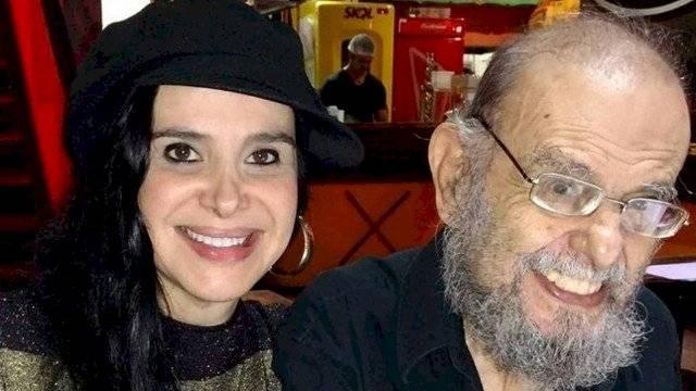 """Liz Marins e o pai, José Mojica Marins, o """"Zé do Caixão"""""""