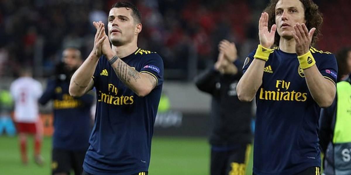 Europa League: El gesto del Arsenal con un niño mascota que no sabía dónde ir