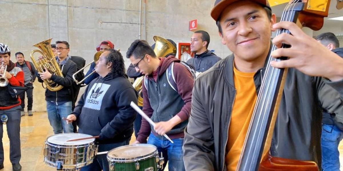 (VIDEO) La Orquesta Filarmónica se tomó TransMilenio