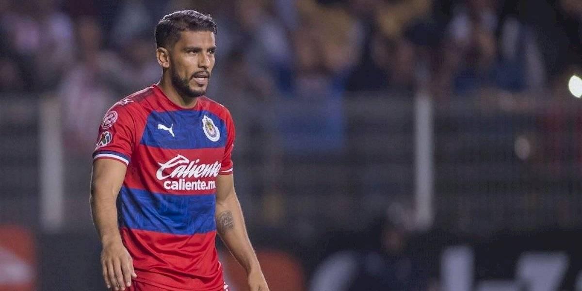 Miguel Ponce agrede a aficionado de Chivas