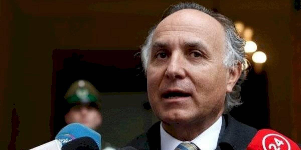 """Ministro Ribera pidió """"mantener la calma y mantenerse informados"""" a chilenos en el exterior que no pueden volver al país por el coronavirus"""