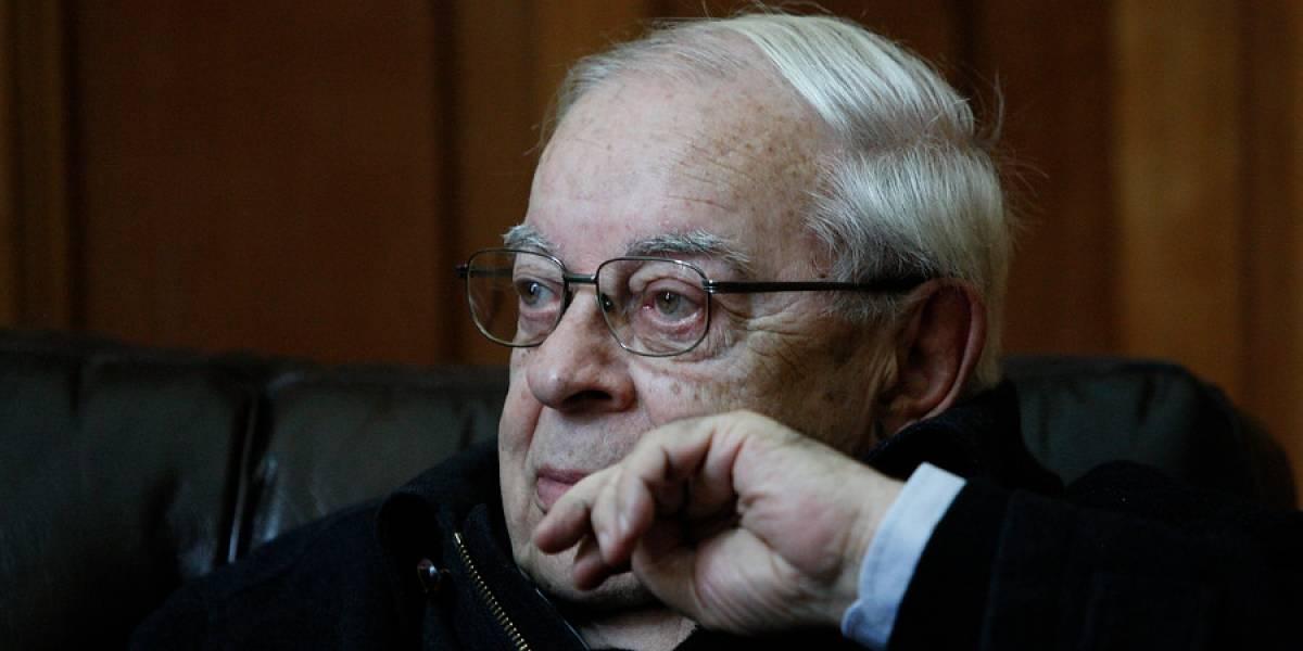 Falleció el ex capellán de La Moneda Percival Cowley