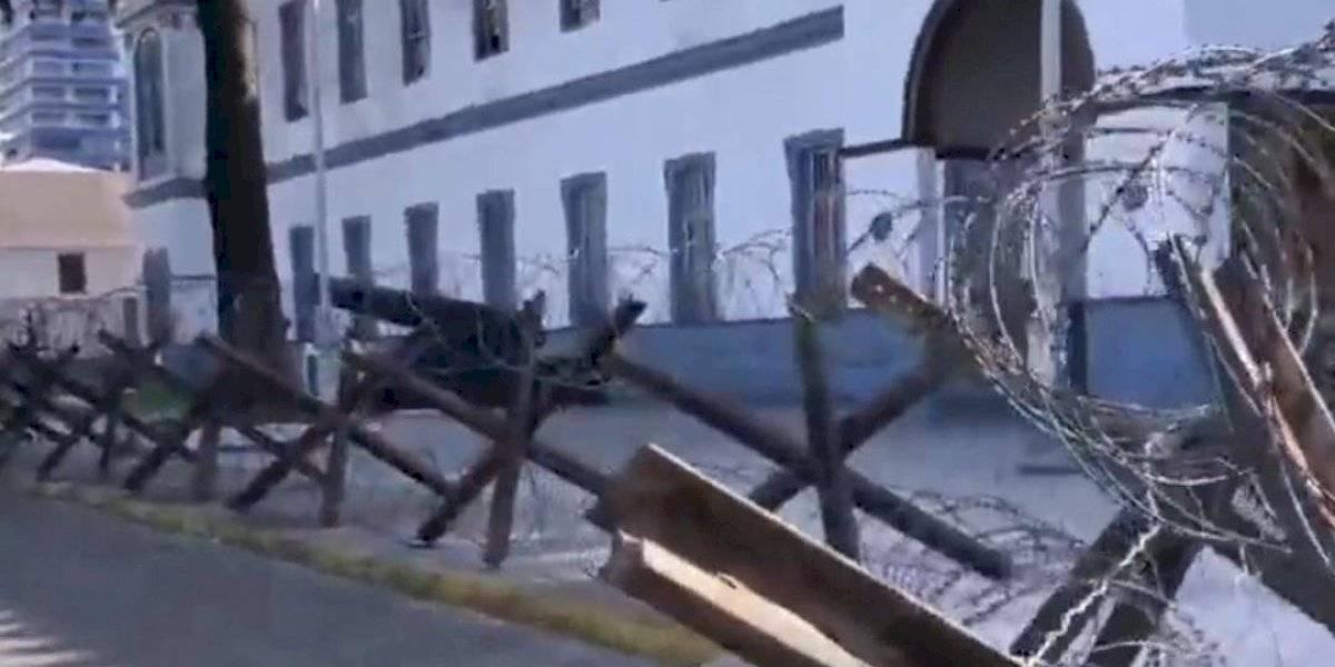 Alta tensión en Iquique: Ejército desafía a municipalidad, defiende cerco de púas y no lo retirará