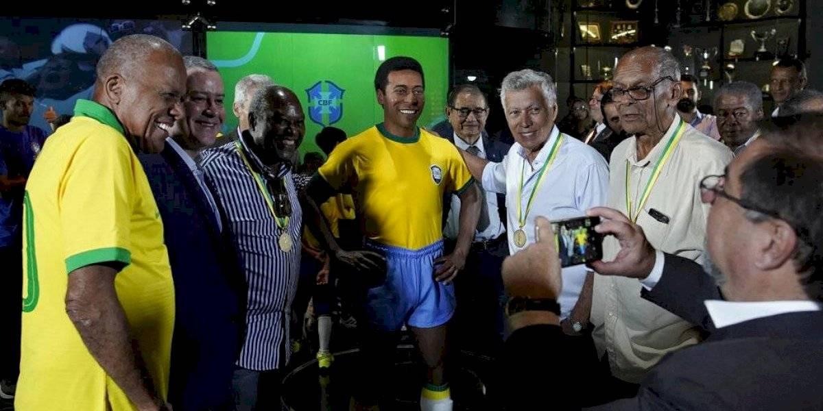 Pelé no acude a la develación de su estatua