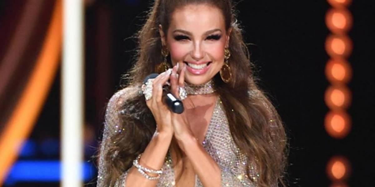 Así fue el encuentro entre Thalía y su ídolo John Travolta en Premios Lo Nuestro 2020