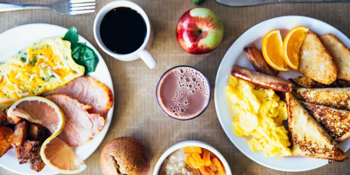 Comer muito no café da manhã pode duplicar a queima de calorias durante o dia, segundo estudo