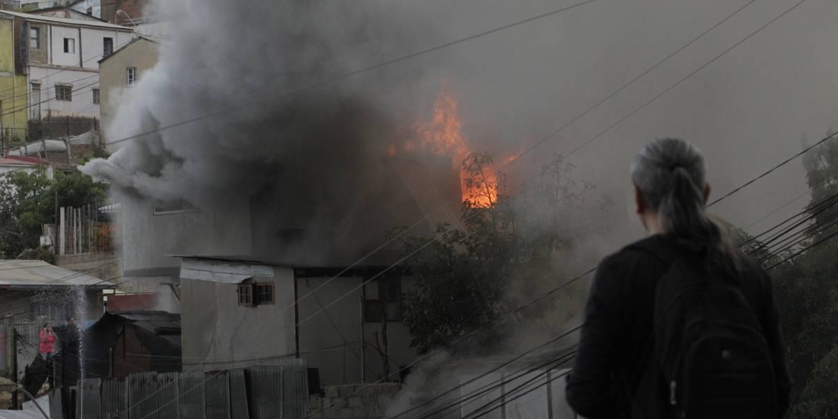 Una madre y sus dos hijos de 1 y 2 años murieron en un incendio en Villa Alemana