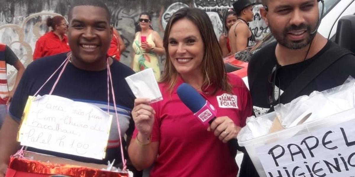 Carnaval do Rio: Camelôs vendem papel higiênico a R$ 1 na porta de banheiros químicos