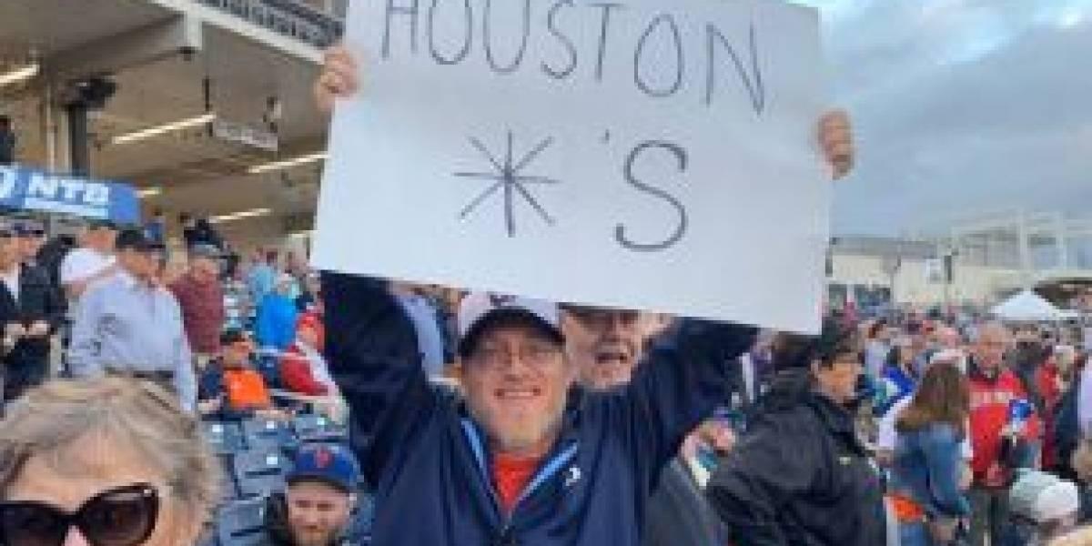 Confiscan pancartas críticas al robo de señas de Astros