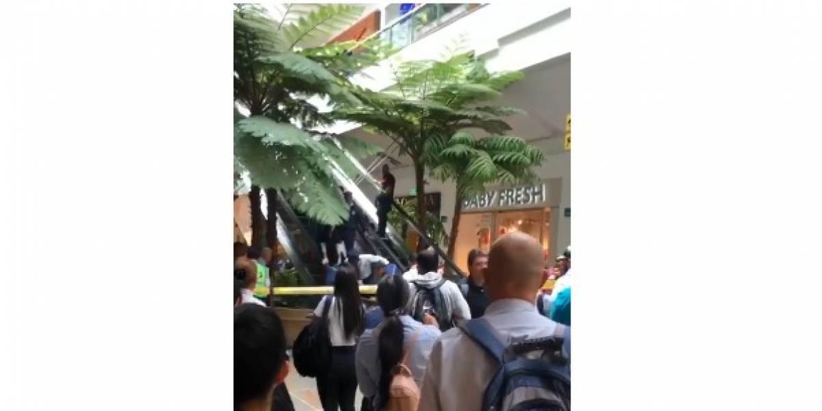 Niño de cinco años sufre accidente en escaleras eléctricas de centro comercial en Medellín