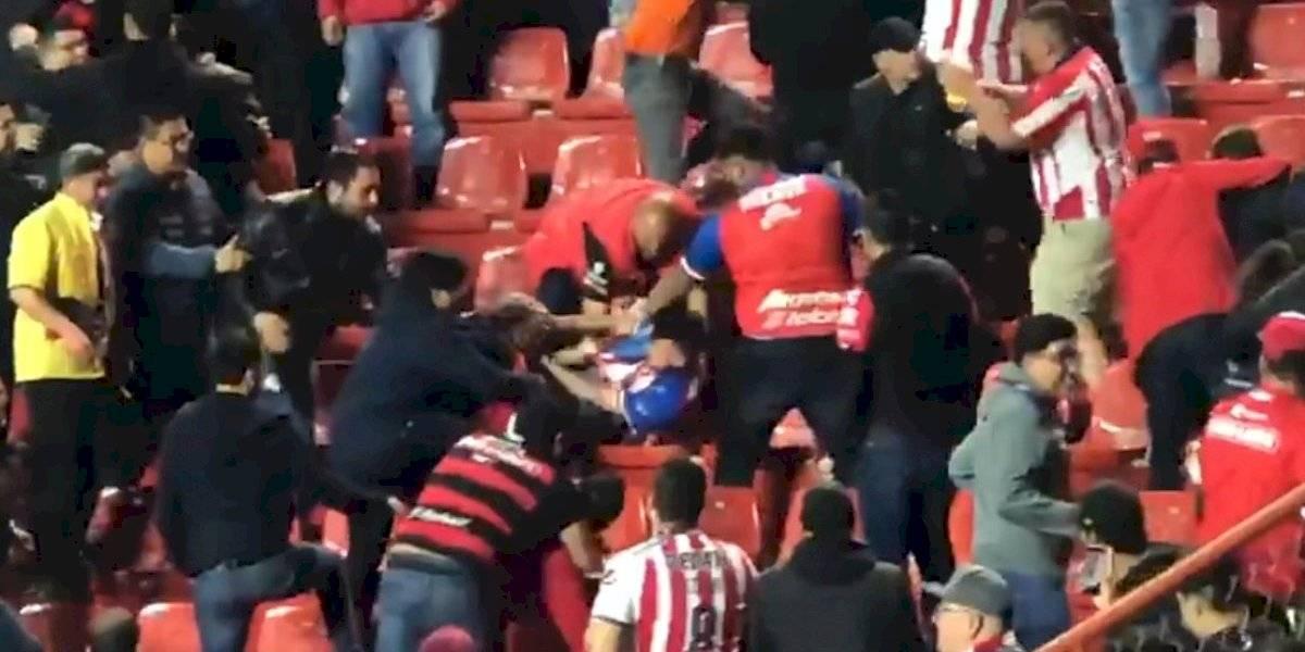 VIDEO: Aficionados de Chivas y Xolos protagonizan pelea en el Estadio Caliente