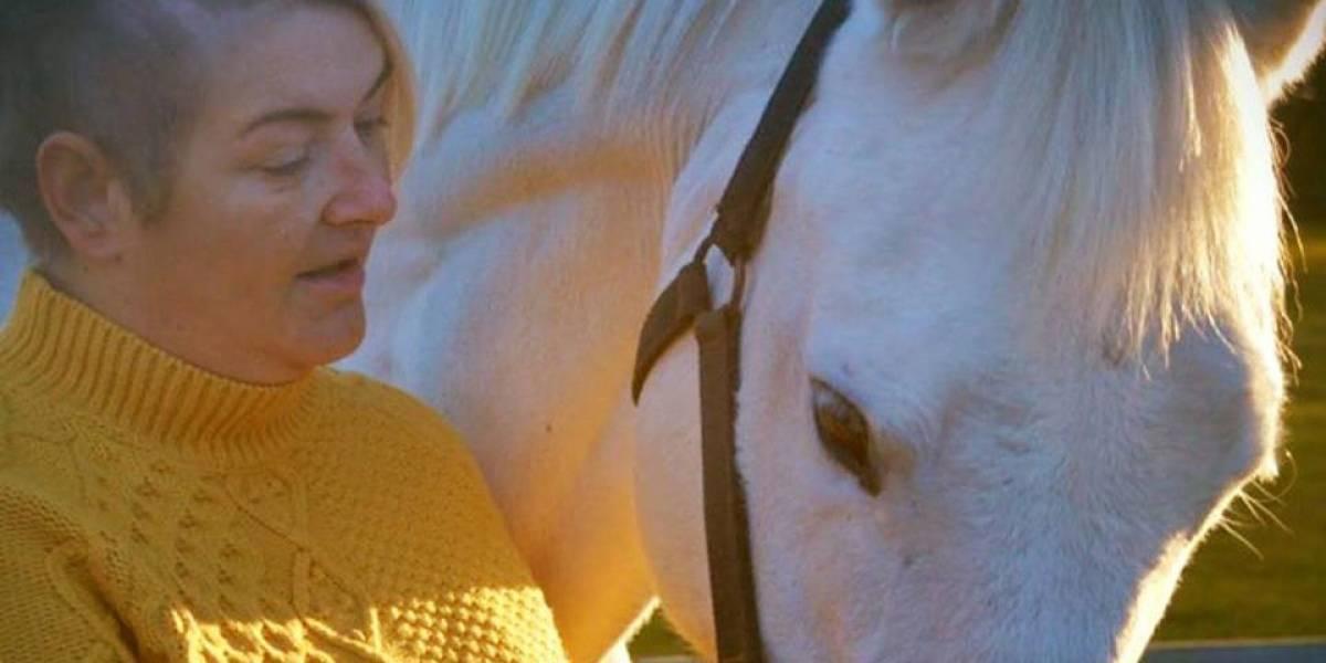 Mujer afirma que su yegua le detectó un tumor cerebral con el olfato