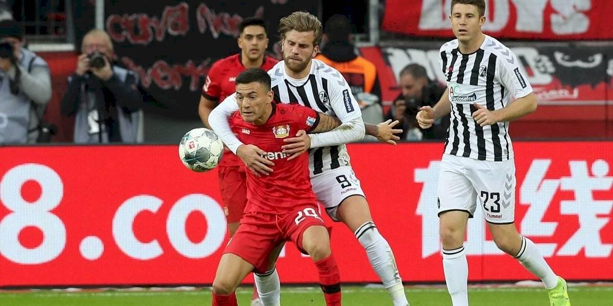 Un agripado Charles Aránguiz se pierde el triunfo del Bayer Leverkusen