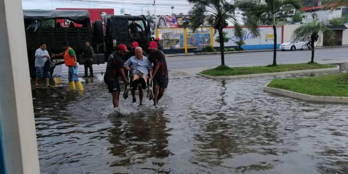 Carnaval: sectores de Machala quedaron inundados por intensa lluvia (videos)