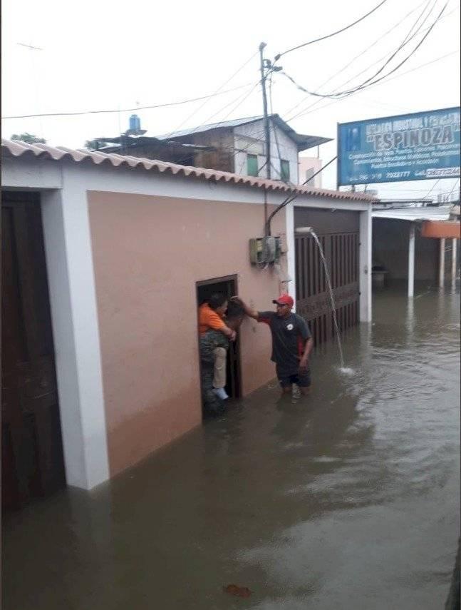 Sectores de Machala quedaron inundados por intensa lluvia