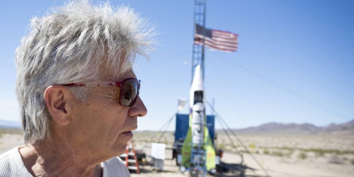 Video: hombre construye cohete espacial para demostrar que la Tierra es plana y muere