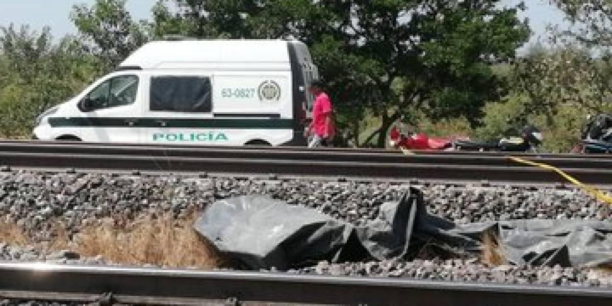 Mueren cuatro miembros de una familia cuando su vehículo lo arrolló un tren