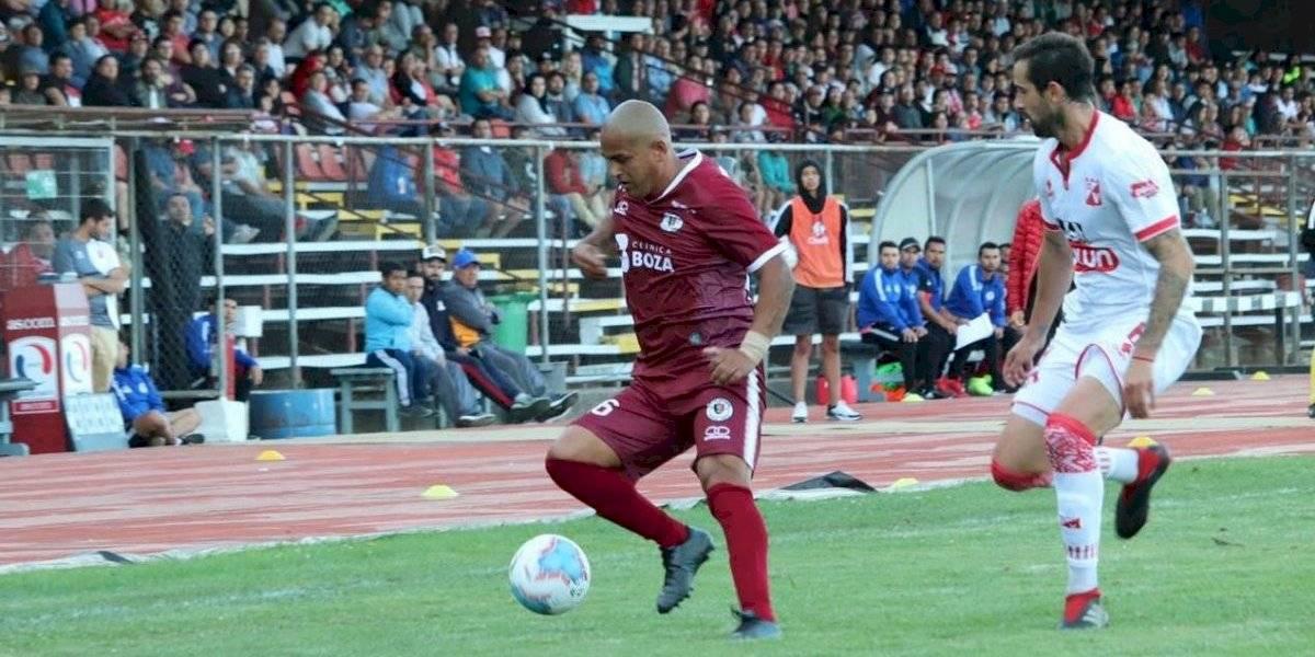 """""""Chupete"""" Suazo no pudo festejar en su debut en Primera B con Santa Cruz"""