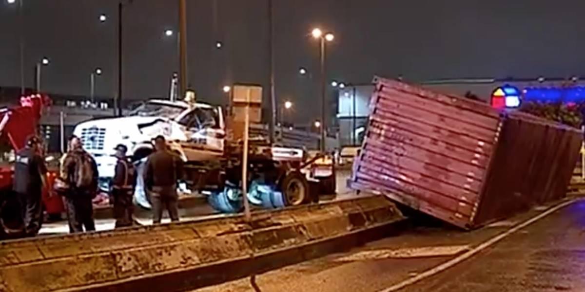 VIDEO | ¡Tome vías alternas! Fuerte accidente de tractomula causa monumental trancón en Bogotá
